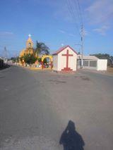 Ingreso al tradicvional pueblo de Bombón y la Cruz,símbolo de la cristiandad.